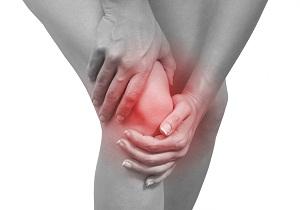коленный сустав опух и болит