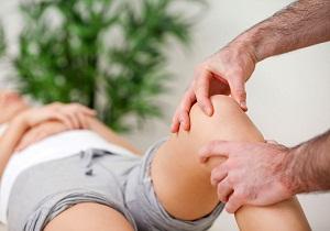 коленный сустав хрустит и болит