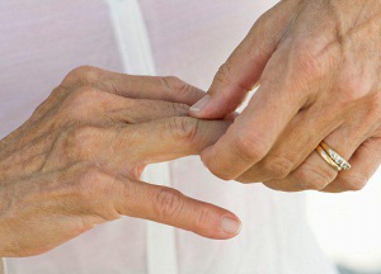 ребенок хрустит суставами на пальцах рук