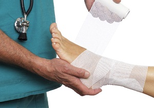 растяжение связок голеностопного сустава лечение в домашних условиях