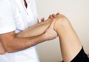 колени опухли и болят лечение