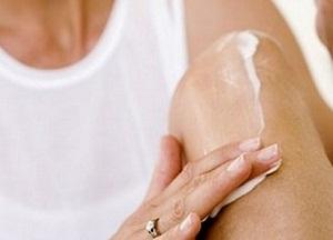 как лечить боль в колене в домашних условиях
